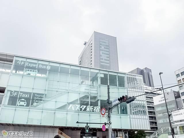 新宿駅南口目の前のバスタ新宿