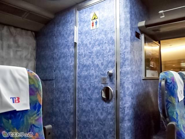 バスの後方にあるトイレ