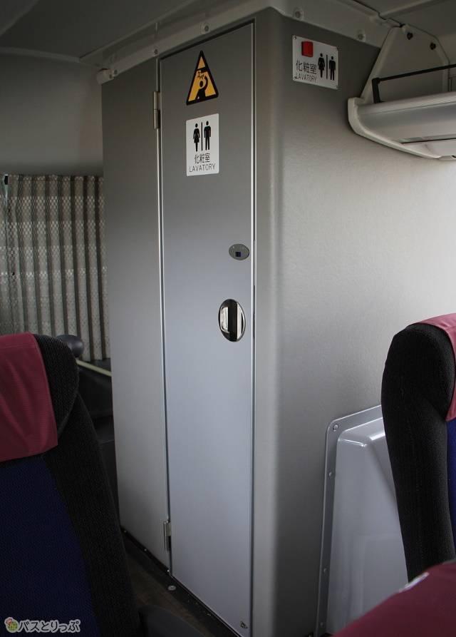 「白浜エクスプレス大阪号」のトイレは車内後部に設置