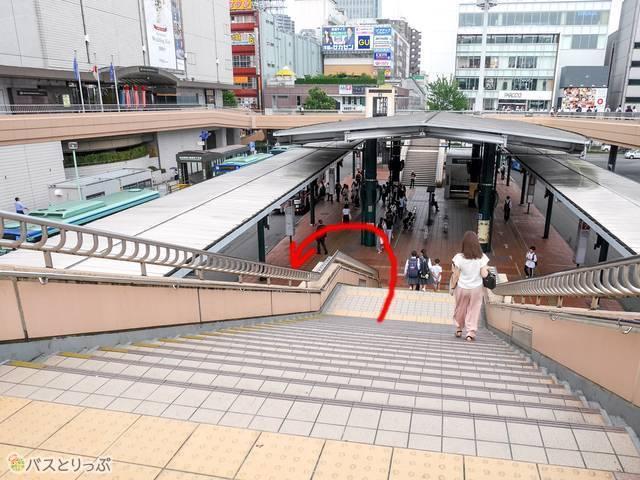 (2)階段を下りたら180度後ろへ
