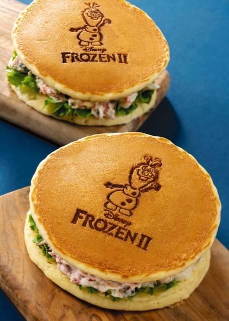パンケーキサンド(ポテトサラダ&コンビーフ)スーベニアポーチつき(c)Disney