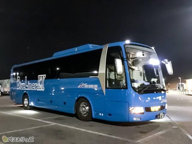 広栄交通バスのブルーライナー3列独立シート車両外観