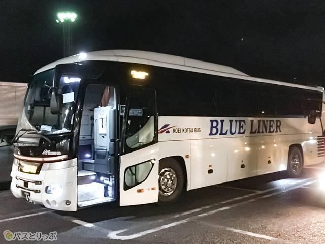 広栄交通バスのブルーライナー4列シート車両外観