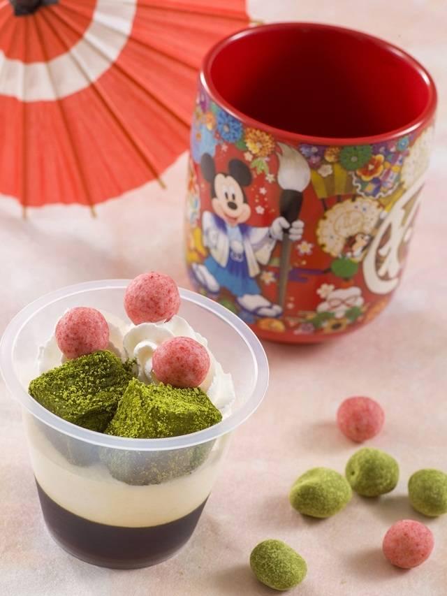 白ごまムース&黒みつゼリースーベニアカップ付き 800円(c)Disney