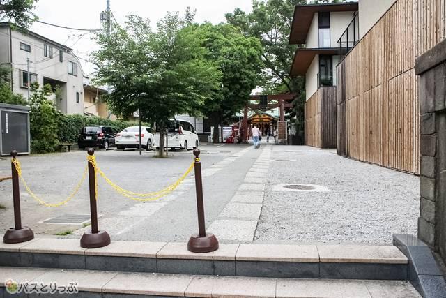 まっすぐ進めば須賀神社