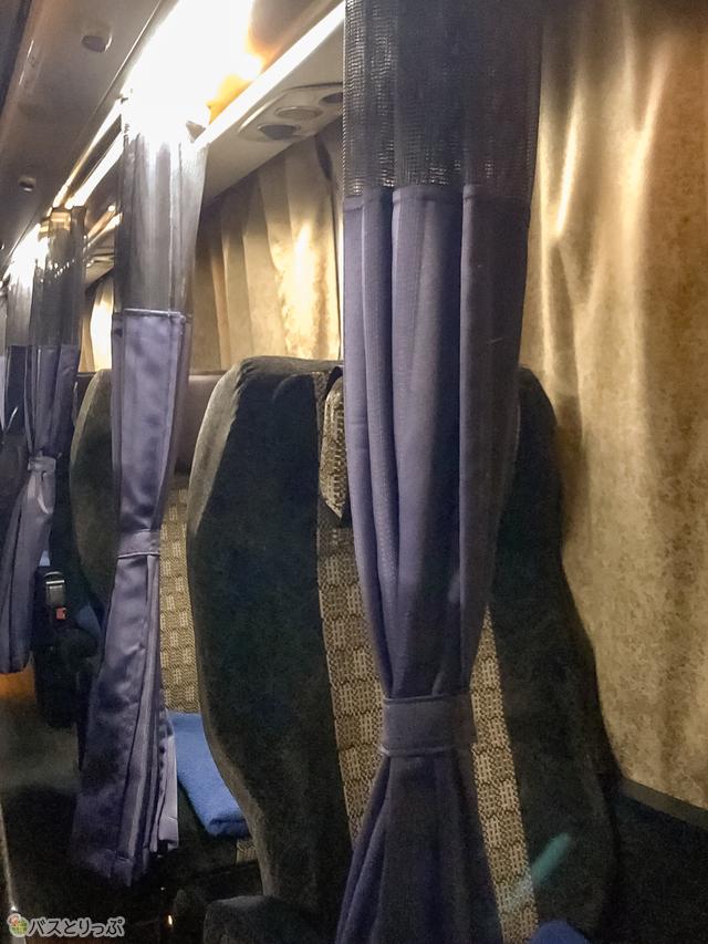 シートに備え付けのカーテン