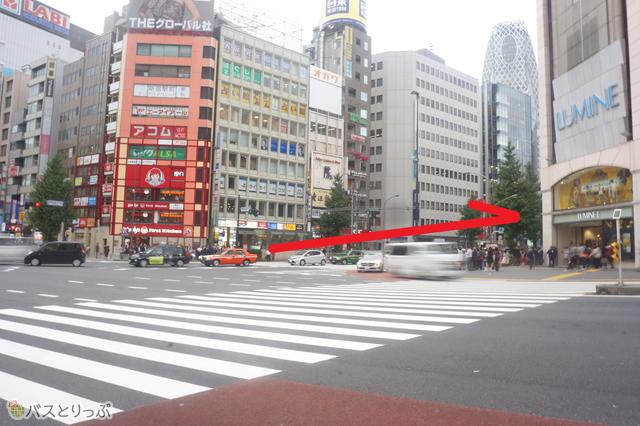 「西新宿1丁目」の交差点を右折