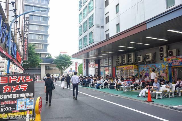 新宿西口高速バスターミナルは、ポケモン広場に