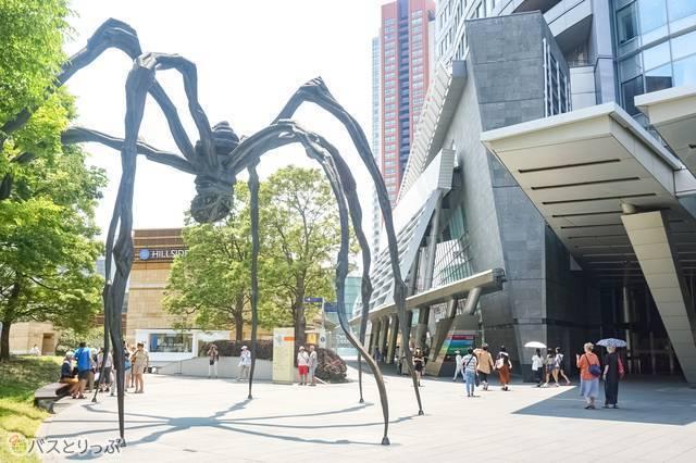 六本木ヒルズのクモのオブジェには「ママン」という名がある
