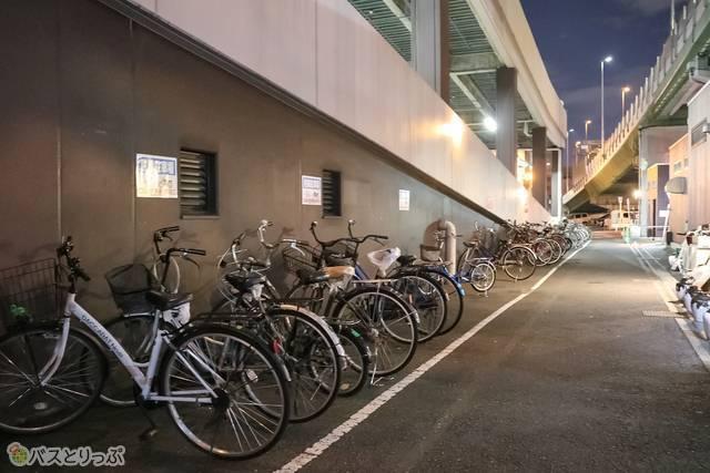 ちなみに自転車とバイクの駐輪場は無料で利用可能! 近郊住まいの人にとってかなり便利なバス停留所です