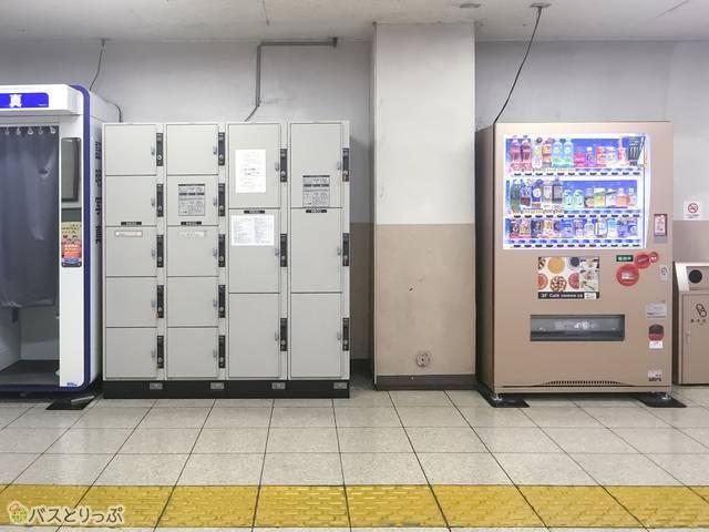 一番近いコインロッカーは、東武宇都宮駅西口ではなく、東口へ向かう通路のところにあります