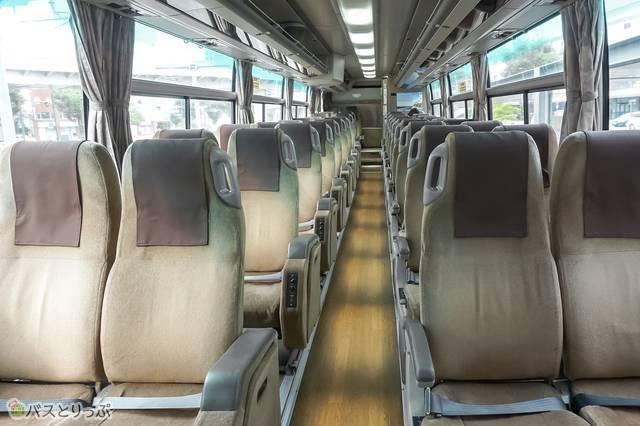 4列シート。全部で38席