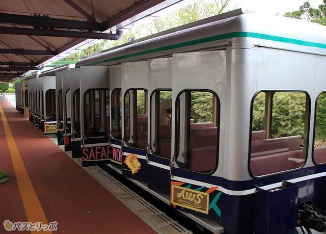 サファリワールドを一巡する列車型バス「ケニア号」