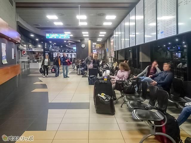 ポーランド・クラクフ駅前バスターミナルDworzec MDA