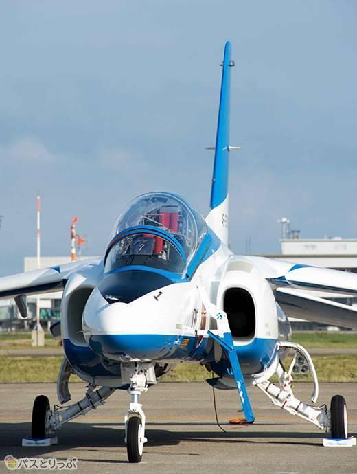 ブルーインパルス、午後の飛行へ向けて準備万端