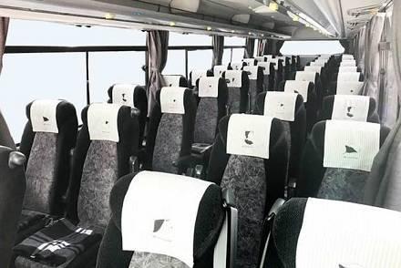 ブルーライナーの3列独立シートと4列シート車両を写真付きで解説。運行路線と設備もまとめ