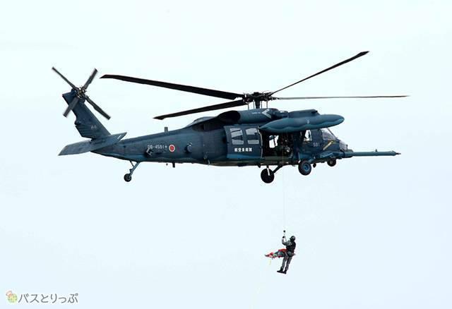 UH-60Jが生存者を救出します