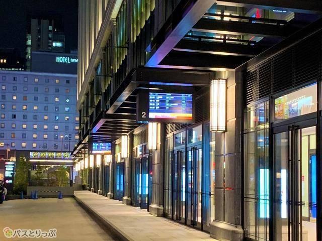 「ヨドバシ梅田バスターミナル」のバス乗り場(画像:さくら観光)