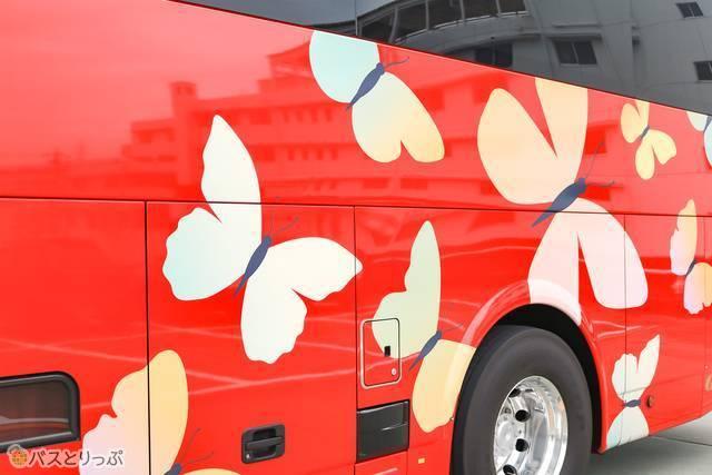 岐阜で発見された「ギフチョウ」のデザインがパピヨン号の目印です