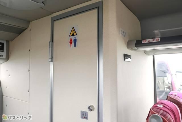 トイレは車内後方にあります