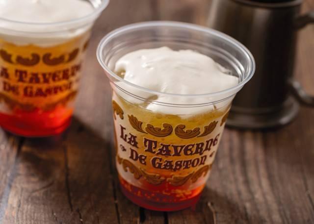 ビールをイメージしたソフトドリンク ベリーチアーズ 1杯450円(c)Disney