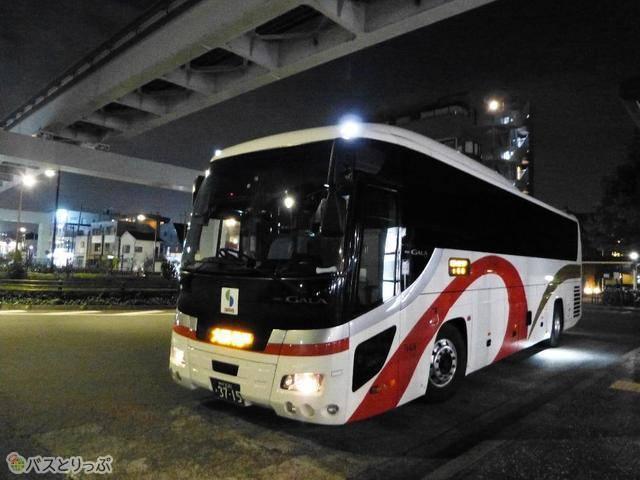 山陽バス「レッツ号」。関西圏と立川エリアを直通で走る夜行バスはこのバスだけ!(2019年12月現在)