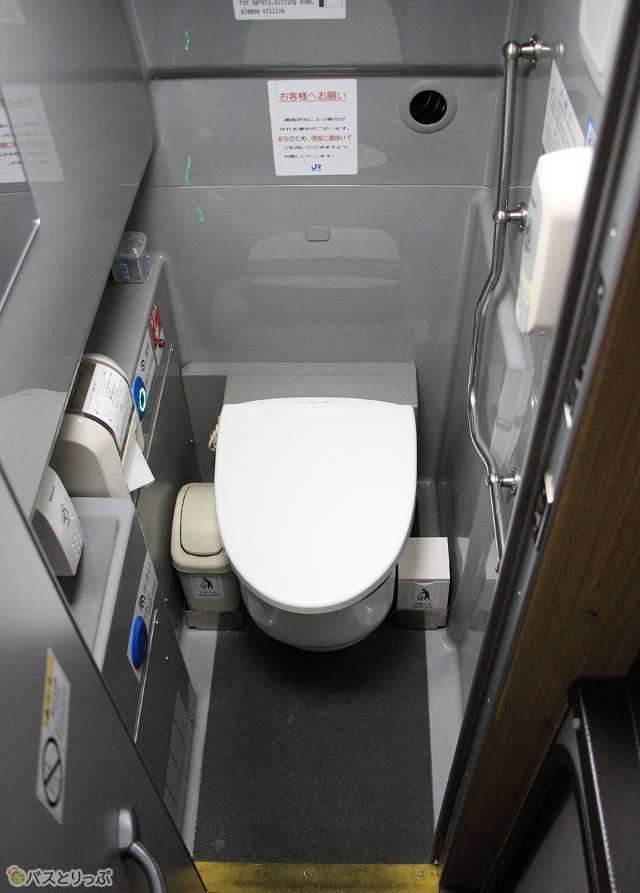 トイレは車内中央部に設置