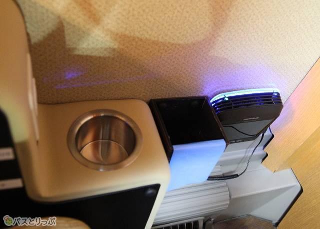「プレミアムシート」専用の空気清浄機と小型ごみ箱