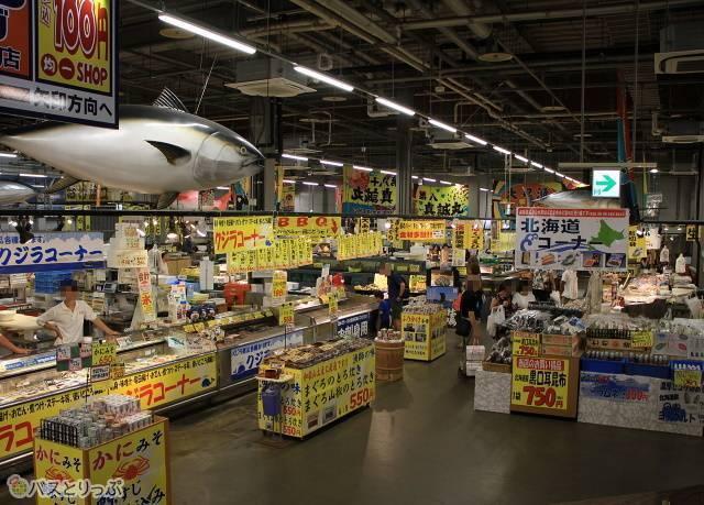 新鮮な海産物や紀州の特産品が勢ぞろいのとれとれ市場