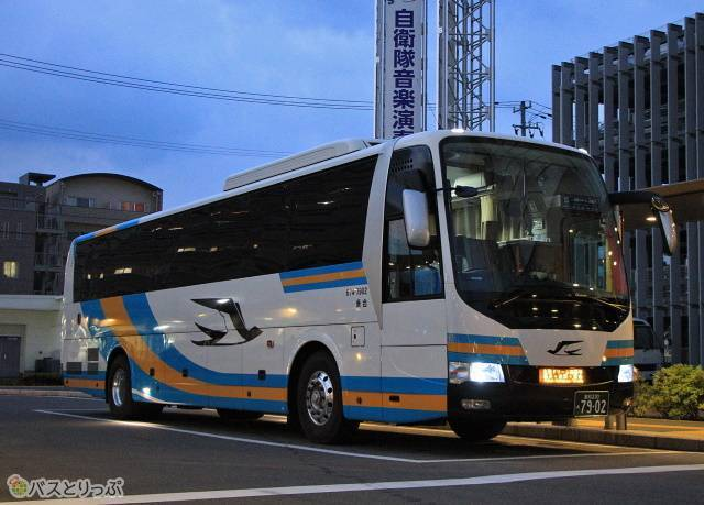 2019年6月に運行を開始した「北陸ドリーム四国号」(JR四国バス)