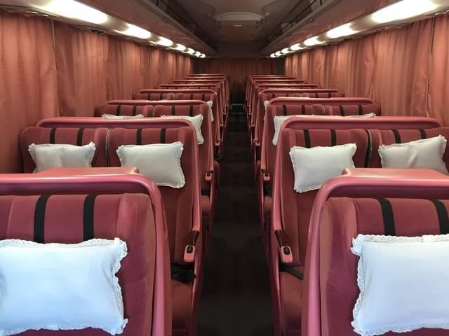 全席スライド式の電動リクライニングシート(画像提供:平成エンタープライズ)