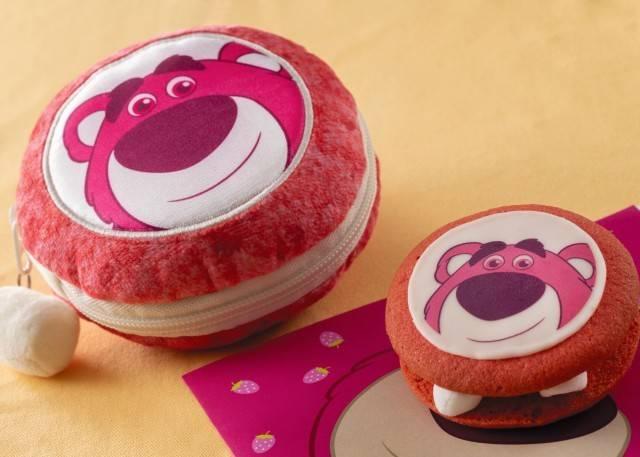 ロッツォのクッキーサンド スーベニアポーチ付き1,300円 販売店舗:ゴンドリエ・スナック(c)Disney