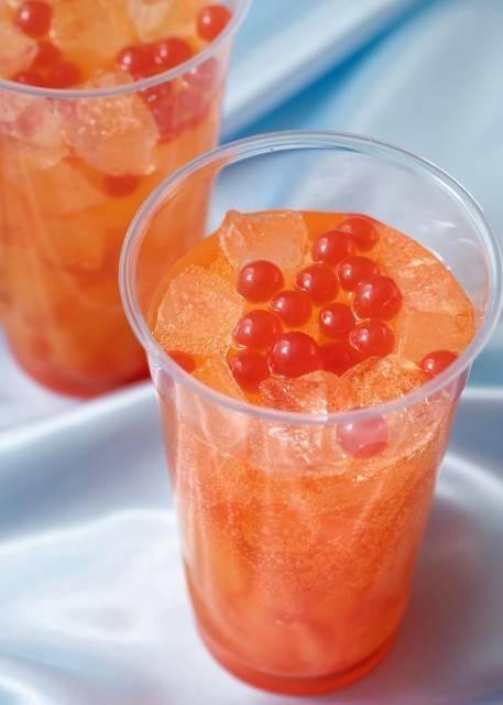 スパークリングドリンク(オレンジ&ストロベリー)1杯450円 販売店舗:ホライズンベイ・レストラン(c)Disney