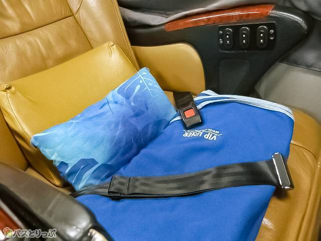 クッションと毛布、低反発ミニ枕