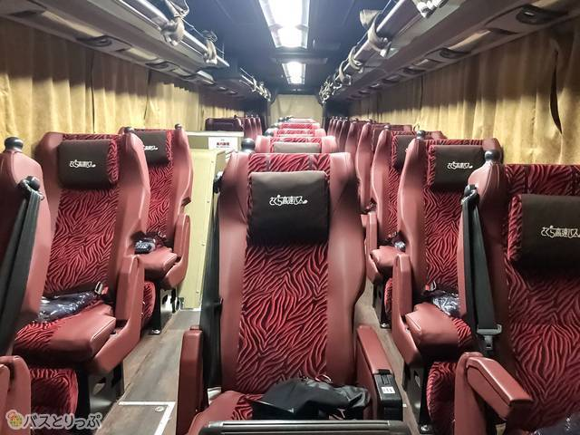 座席は3列独立シート