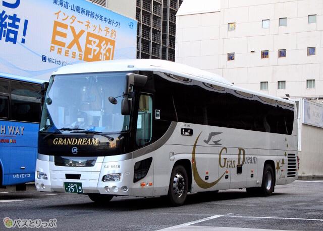 2019年12月に運行を開始した「百万石ドリーム広島号」は「グランドリーム」車で運行される(中国JRバス)