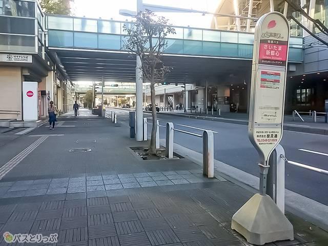 さいたま新都心駅西口NTTドコモビル前バス乗り場に到着