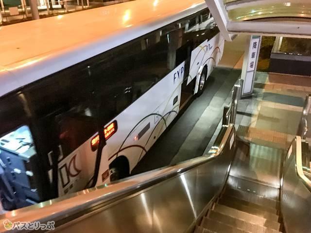豊橋駅バス降車場前のエスカレーター