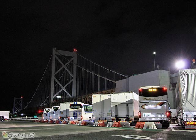 めかりパーキングエリアにて停車中の「さぬきエクスプレス福岡号」