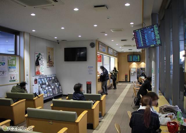 高松駅高速バスターミナル待合室の様子