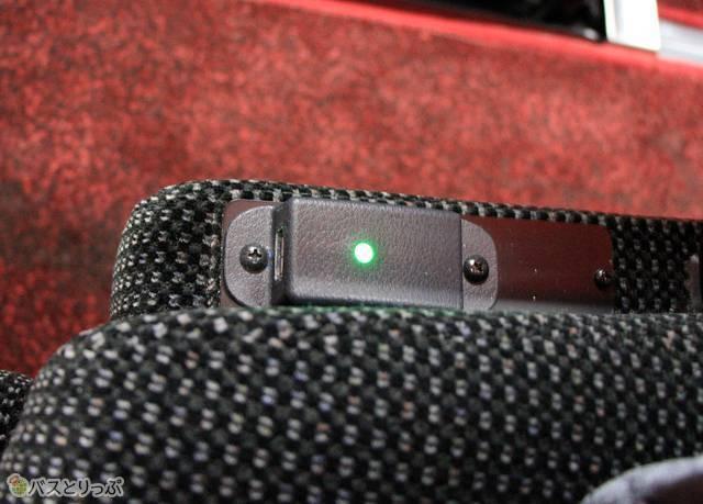 各座席には充電用USBポートを完備