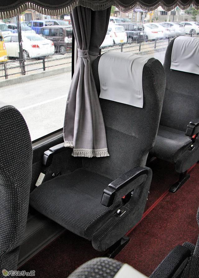 昼行路線用1人掛けリクライニングシート
