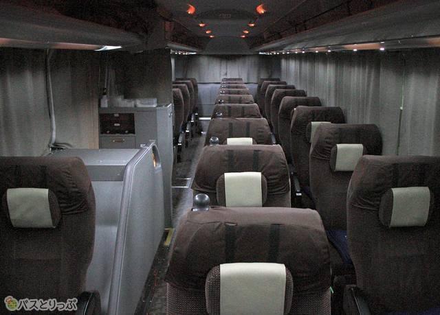 小田急シティバス「ニューブリーズ号」の車内