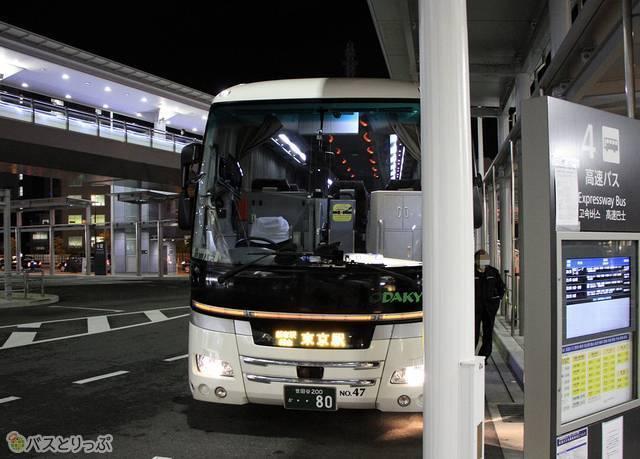 広島駅新幹線口にて乗車改札中の「ニューブリーズ号」