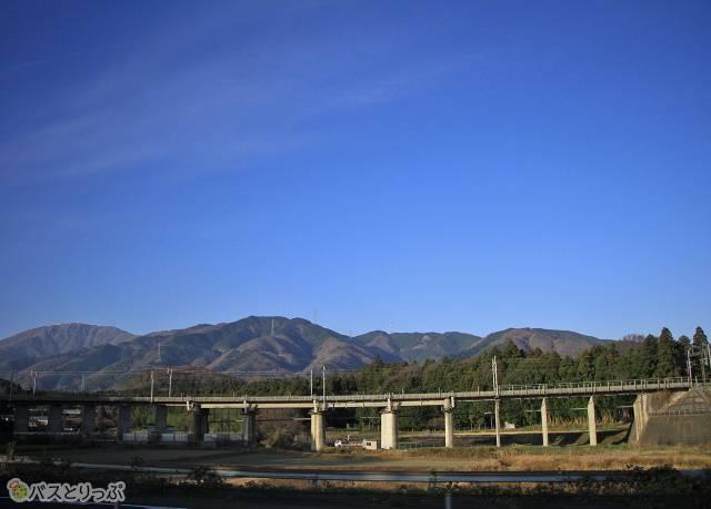 遠くの山々を眺めながら一路京都へ