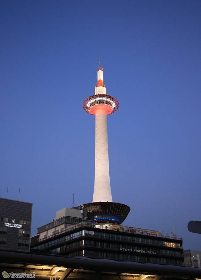 ライトアップされた京都タワー