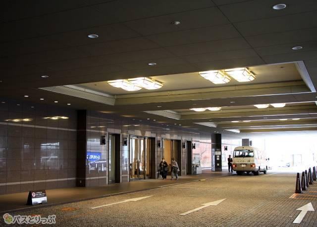 長野駅の発着場所はホテルメトロポリタン長野