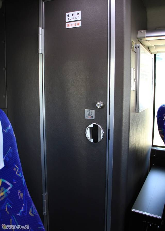 一部の長距離路線では車内にトイレを完備