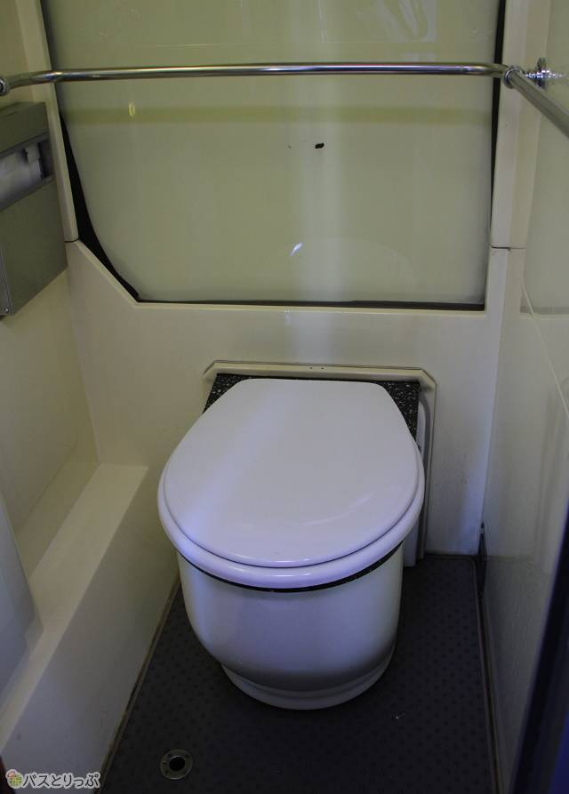 コンパクトにまとめられているトイレ