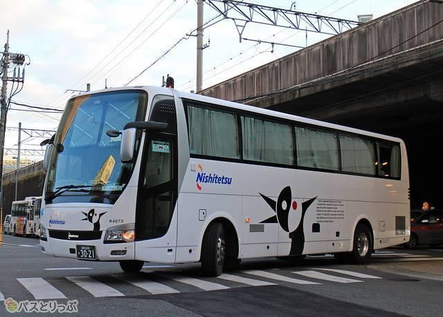 「はかた号」続行便でも活躍する3列独立シート車